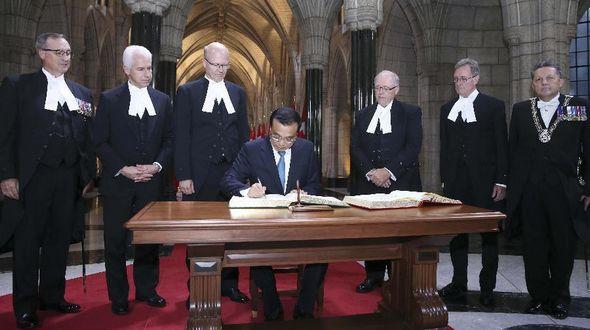 Ли Кэцян встретился с председателями сената и палаты общин Канады