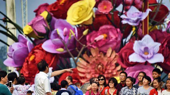 Главная улица Пекина украсилась цветами