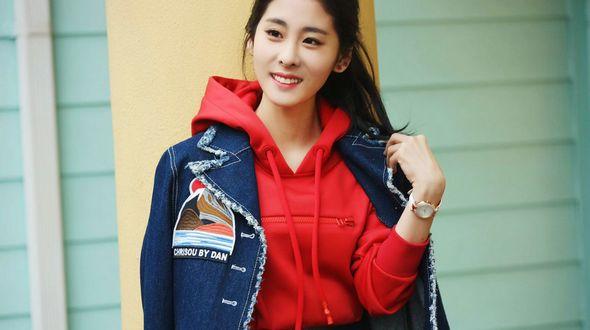 Энергичная певица Чжан Бичэнь