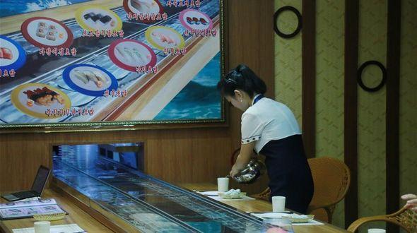 Посещение первого в КНДР суши-бара
