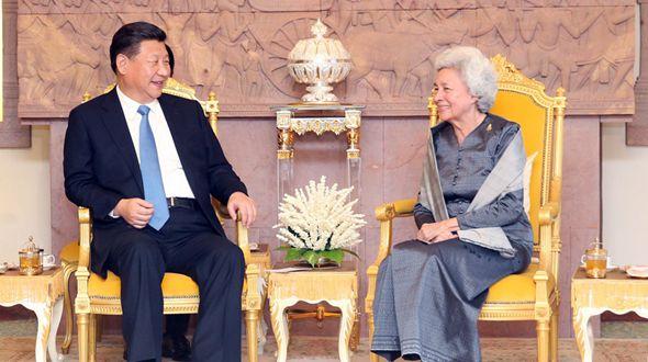 Си Цзиньпин посетил королеву-мать Камбоджи