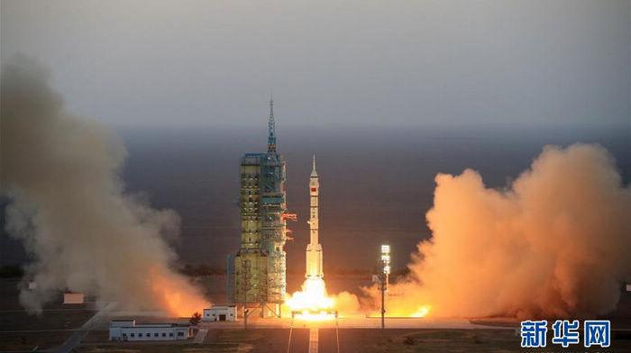 Успешный запуск пилотируемого космического корабля 'Шэньчжоу-11' проведен 07:30 17 октября