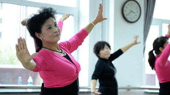 Занятия на факультете танцев Харбинского университета для пожилых людей