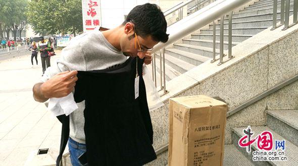 Египетский парень полюбил китайский интернет-шопинг