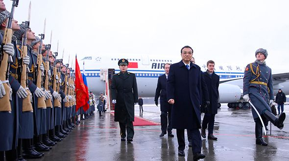 Премьер Госсовета КНР Ли Кэцян прибыл в Санкт-Петербург для участия во встрече глав правительств Китая и России и с официальным визитом в РФ