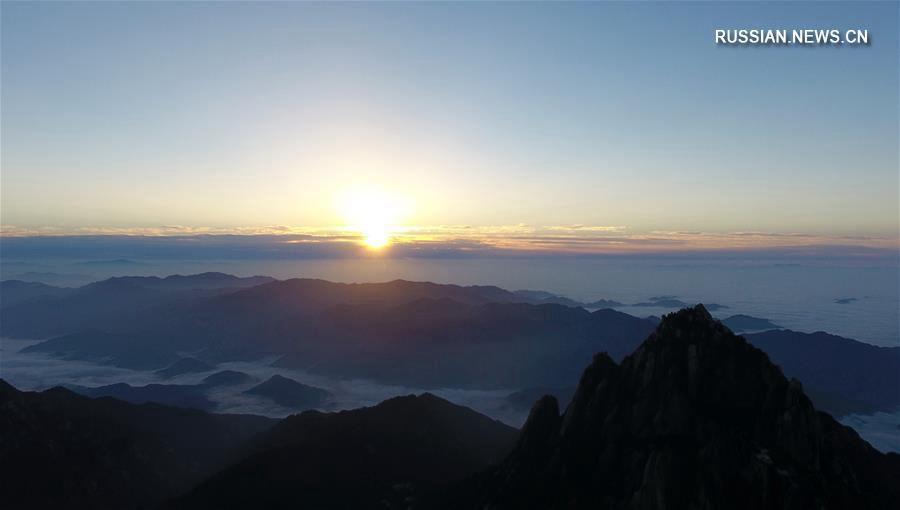 Облачное море в горах Хуаншань