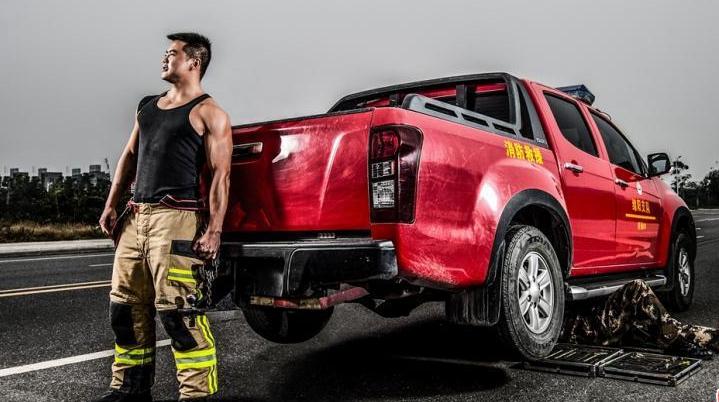 Фотографии: ветераны пожарной охраны, демобилизующиеся из армии