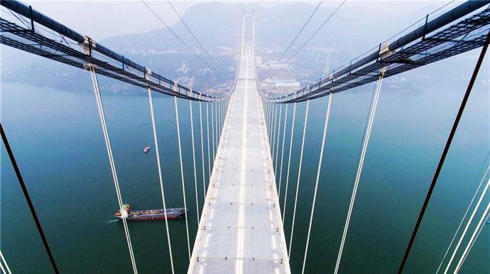 Новый автодорожный мост через реку Янцзы