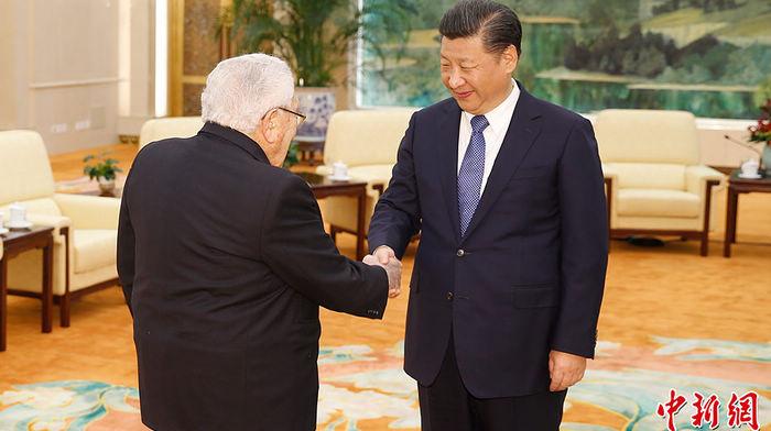 Си Цзиньпин встретился с экс-госсекретарем США Генри Киссинджером