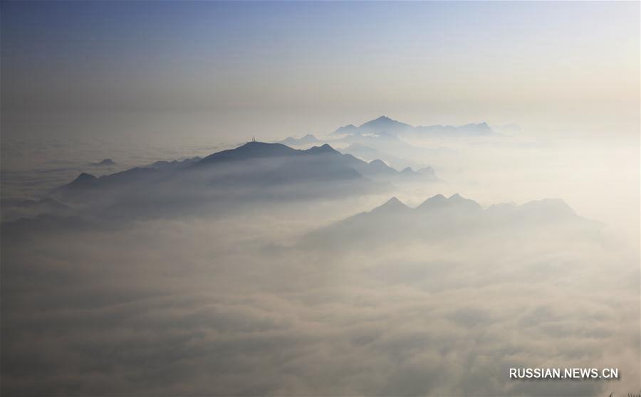 Море облаков над горами в Сычуани
