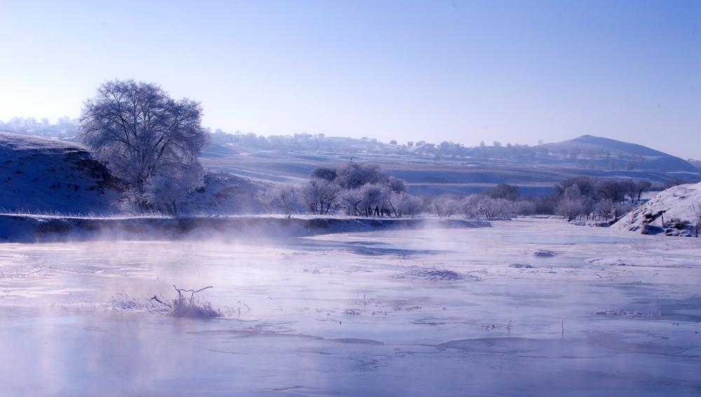 Прекрасные зимные пейзажи степи Башан во Внутренней Монголии