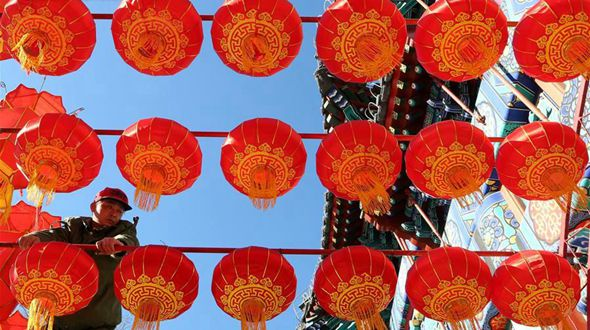 Древний храм Хунло в пригороде Пекина готовится к встрече праздника Весны