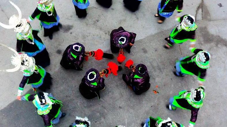 Уезд Хуаньцзян провинции Гуанси: населения народности Мао празднует богатый урожай