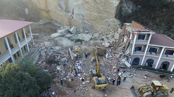 В Центральном Китае спасены 5 из 14 человек, оказавшихся под завалами в результате горного обвала