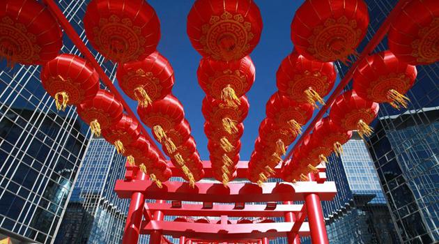 В Пекине все улицы увешаны фонарями, царит праздничная атмосфера Нового года