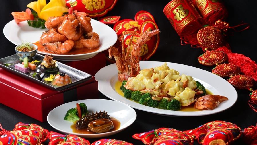 Ассорти новогодних блюд разных стран мира