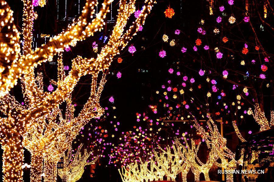 Праздничная иллюминация в честь китайского Нового года