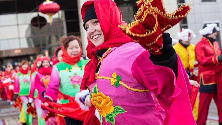 В честь китайского праздника Весны в Москве исполнили танец янгэ