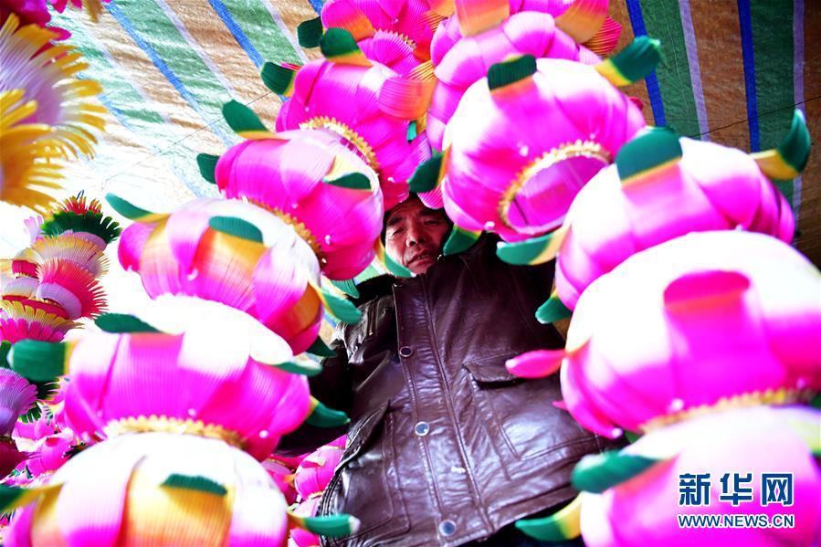 Деревня Наньаньтоу является известной деревней фонарей в поселке Цзяоцунь г. Линбао провинции Хэнань.
