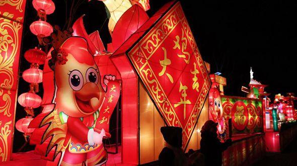 Оживленная ярмарка фонарей в городе Бачжоу