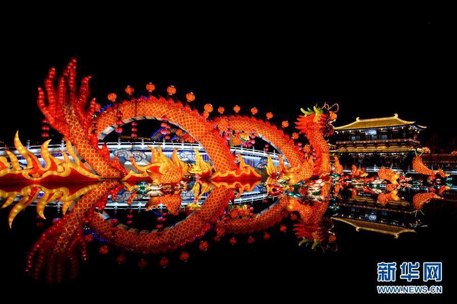 Ярмарка фонарей украсила город Сиань