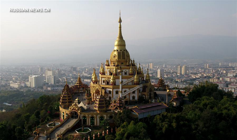 Золотая пагода Мэнхуань в провинции Юньнань