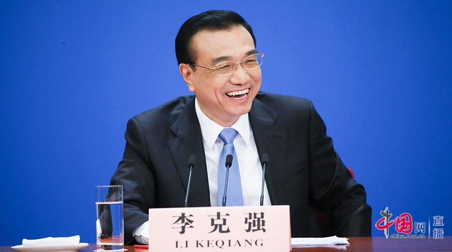 Прекрасные мгновения на встрече премьера Госсовета КНР Ли Кэцяна с журналистами
