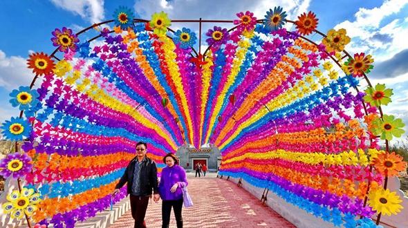 800 тыс разноцветных вертушек украсили Таншань