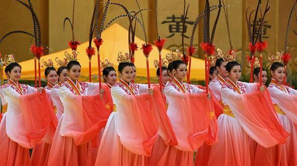 10 тыс. китайцев поклонились легендарному первопредку китайской нации в г. Чжэнчжоу