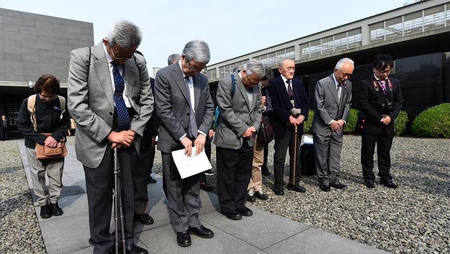 Японская делегация 32-й год подряд приезжает в Китай, чтобы посадкой деревьев почтить память жертв Нанкинской резни