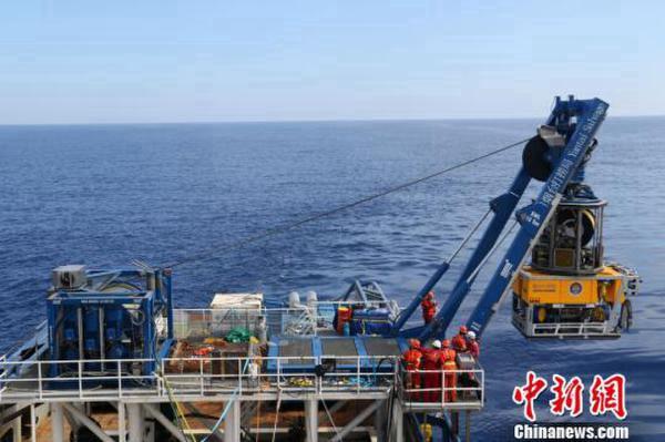 Китай завершил морские испытания подводного робота с глубиной погружения до 3 тыс метров