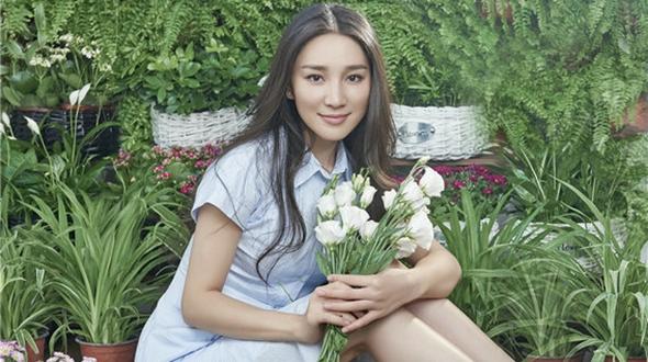 Ведущая телепередачи Чэнь Жун