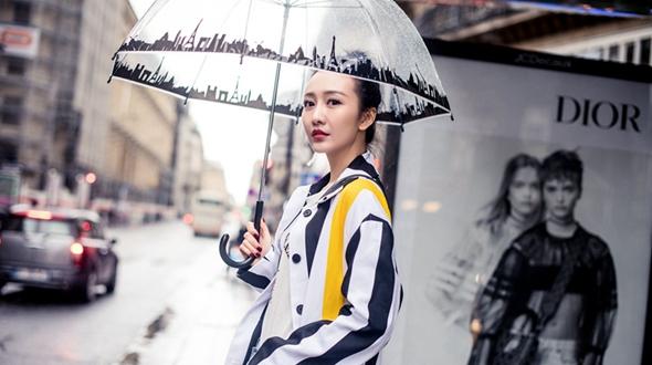 Очаровательная актриса Ван Оу