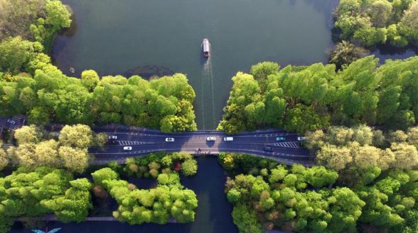 Апрель на озере Сиху