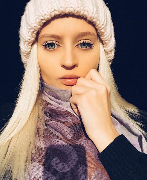 Российская модель Юлия Кригер очень похожа на куклу Барби