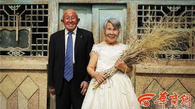 80-летние супруги из провинции Шэньси сняли свадебные фотографии