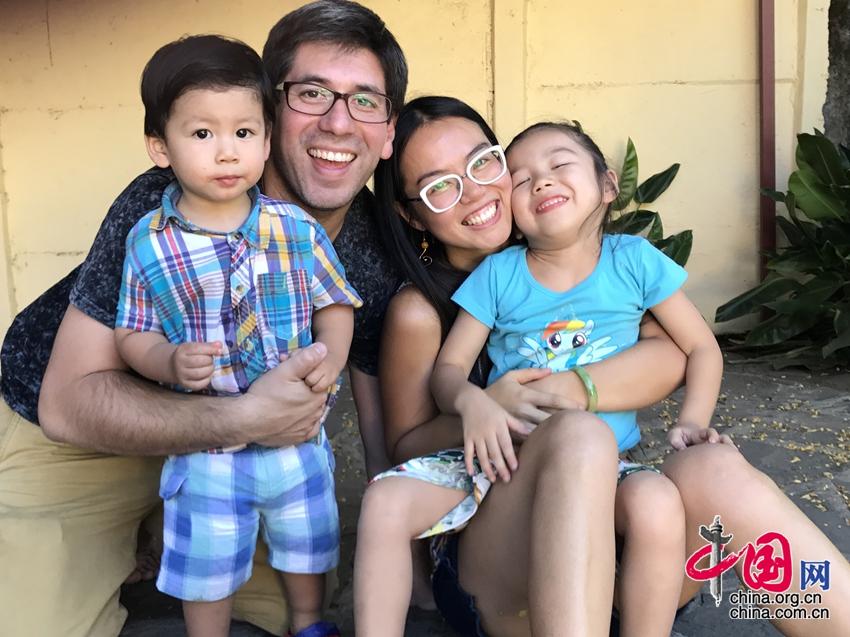 От кормления грудью до прогулок с ребенком, правила воспитания детей чилийско-китайской мамы
