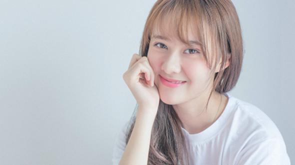 Молодая улыбчивая актриса Цао Сиюе