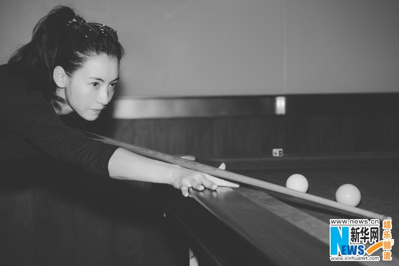 Сесилия Чун без макияжа играет в снукер