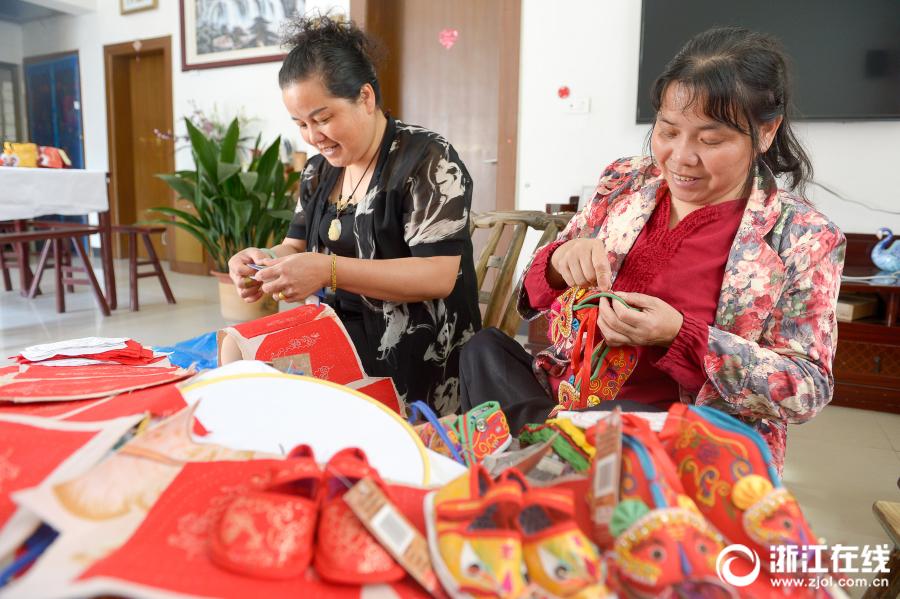 Оживленная атмосфера праздника Дуаньу в Китае