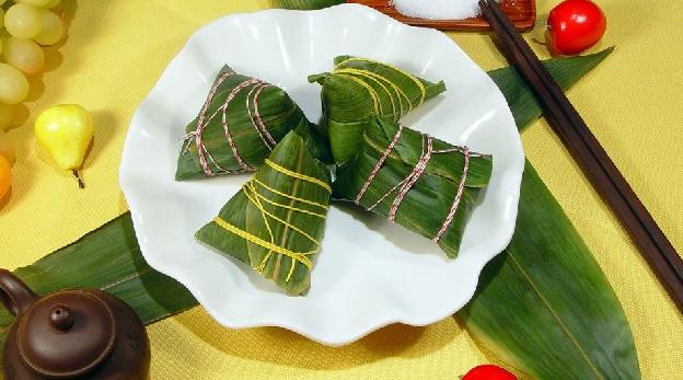 Конкурс по лепке «цзунцзы» в преддверие Дуаньу