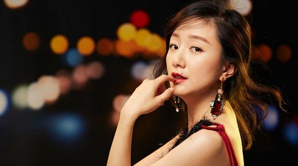 Китайская актриса Ли Цянь попала на модный журнал