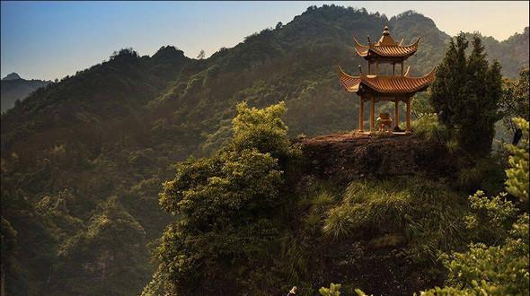 Красивые пейзажи горы Циюньшань – первая гора на юге Китая