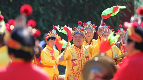 Уезд Учжи пров. Хэнань: люди празднуют приход – Праздник Дуаньу