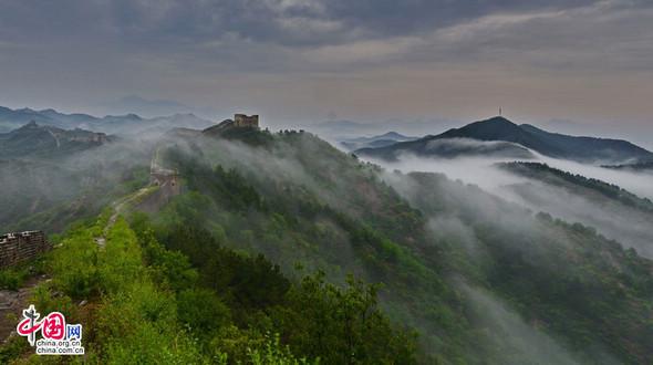 Живописная красота участка Великой китайской стены «Цзиньшаньлин»