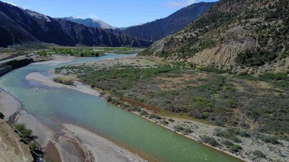 Живописные пейзажи раннего лета в уезде Цзогун Тибета