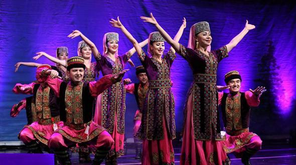 В Астане состоялся концерт Синьцзянского театра искусства