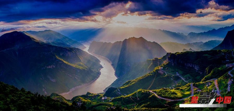 Три ущелья Санься на реке Янцзы после ливня