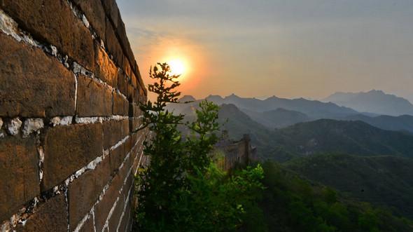Поэтические и фантастические пейзажи китайской стены «Цзиньшаньлин» в разгар лета