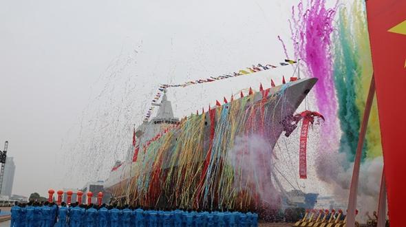 В Китае спущен на воду новый эсминец